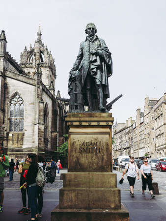 EDINBURGH, UK - CIRCA JUNE 2018: Statue of Scottish economist philosopher and writer Adam Smith on the Royal Mile 에디토리얼