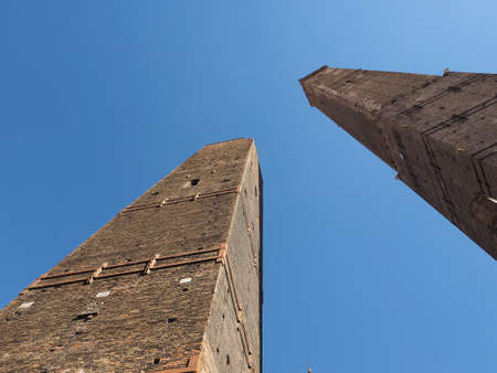Torre Garisenda and Torre Degli Asinelli leaning towers aka Due Torri (meaning Two towers) in Bologna, Italy Stockfoto