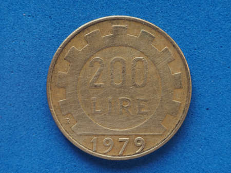 200 liras coin money (ITL), currency of Italy