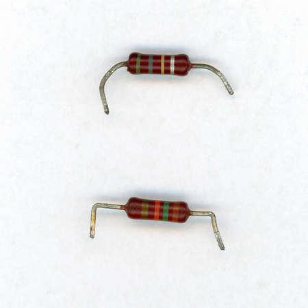 Componente eléctrico pasivo de dos terminales de la resistencia para que la resistencia eléctrica reduzca el flujo de corriente y el nivel de voltaje más bajo dentro del circuito Foto de archivo