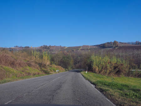 View of Roero hills in Piedmont famous for their vineyards for Barbera, Barolo, Nebbiolo and Dolcetto wine 版權商用圖片