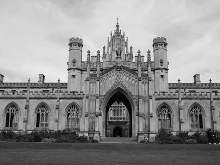 CAMBRIDGE, UK - CIRCA OCTOBER 2018: New Court at St John's College in black and white Publikacyjne
