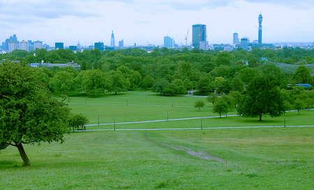 London skyline seen from Primrose Hill park 스톡 콘텐츠
