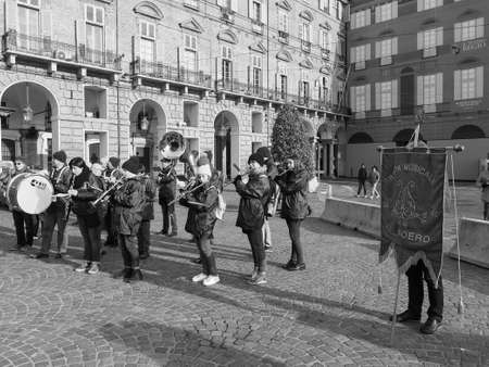 TURIN, ITALY - CIRCA DECEMBER 2018: Banda del Roero marching band in black and white Banco de Imagens - 121384707