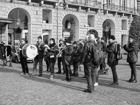 TURIN, ITALY - CIRCA DECEMBER 2018: Banda del Roero marching band in black and white Banco de Imagens - 121384601