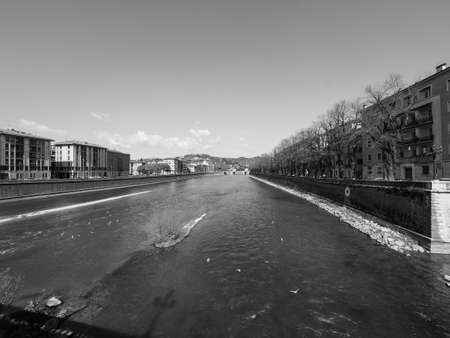 View of River Adige in Verona, Italy in black and white 版權商用圖片 - 122889574