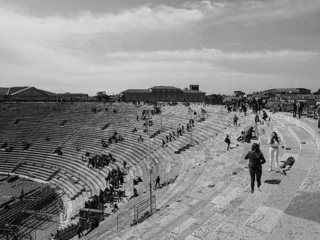 VERONA, ITALY - CIRCA MARCH 2019: Arena di Verona roman amphitheatre in black and white 版權商用圖片 - 122862815