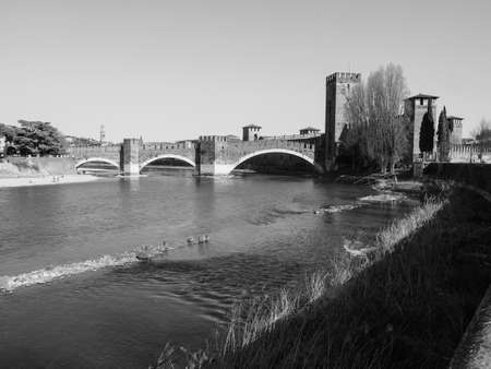 Castelvecchio (meaning Old Castle) seen from the river in Verona, Italy in black and white Banque d'images
