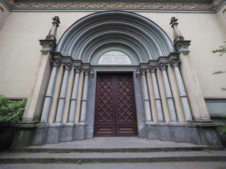 Tempio Valdese (che significa Tempio Valdese) chiesa evangelica a Torino, Italia. Il testo significa Credi nel Signore Gesù e sarai salvato