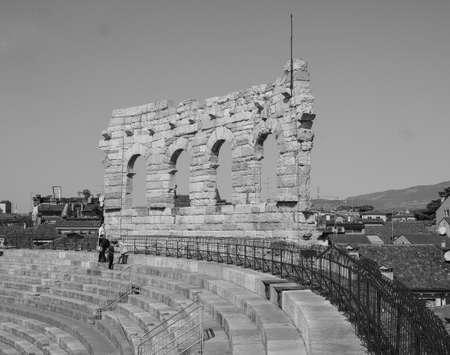 VERONA, ITALY - CIRCA MARCH 2019: Arena di Verona roman amphitheatre in black and white 版權商用圖片 - 122862887