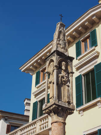 ancient medieval wayside shrine in Verona, Italy Editoriali