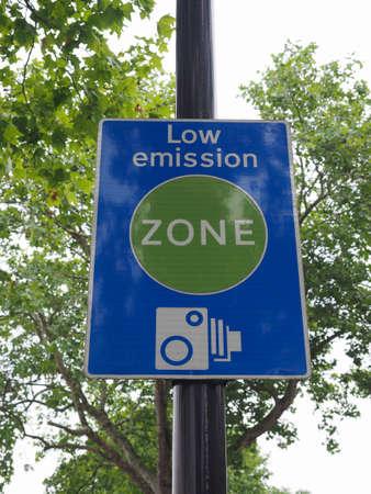 Signo de zona de baja emisión en Londres, Reino Unido Foto de archivo