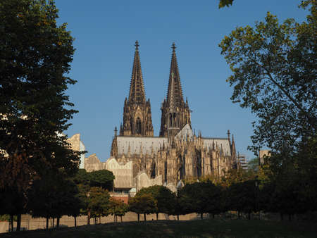 Koelner Dom Hohe Domkirche Sankt Petrus (meaning St Peter Cathedral) gothic church in Koeln, Germany Standard-Bild