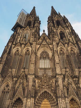Koelner Dom Hohe Domkirche Sankt Petrus (meaning St Peter Cathedral) gothic church in Koeln, Germany 免版税图像