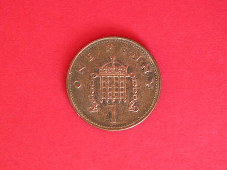1 penny coin money (GBP), currency of United Kingdom over red background Archivio Fotografico