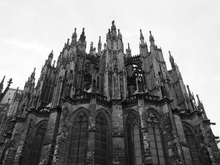 Koelner Dom Hohe Domkirche Sankt Petrus (meaning St Peter Cathedral) gothic church in Koeln, Germany in black and white Standard-Bild