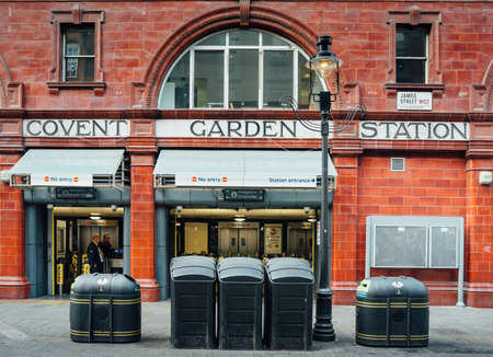 covent: LONDON UK - October 2013 Covent Garden Station