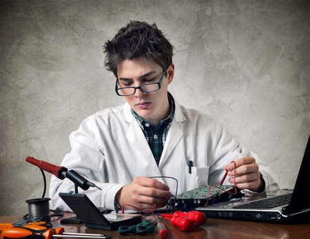 electronic: electronic technician