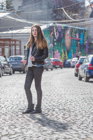 photo shoot: Beautiful girl in a photo shoot in the city