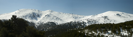 View of snowy peaks of the Sierra de Guadarrama Banco de Imagens - 120659126