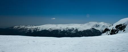 Snowy peaks in Sierra de Guadarrama Banco de Imagens - 120659129