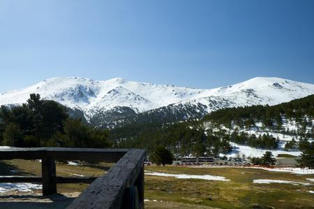 Snowy peaks in a mountain range Banco de Imagens - 120659130