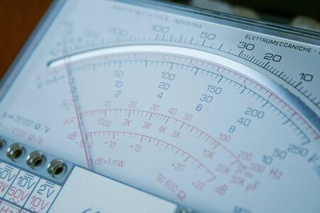 closeup of analogic multimeter gauge Редакционное