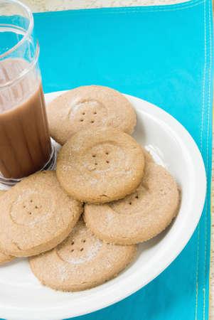 cookie chocolat: biscuits au chocolat et le lait. Le biscuit au chocolat lumi�re a un design boutonni�re.