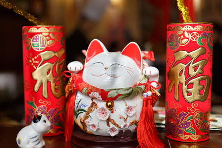 combines: Japan lucky cat combines the Chinese elements