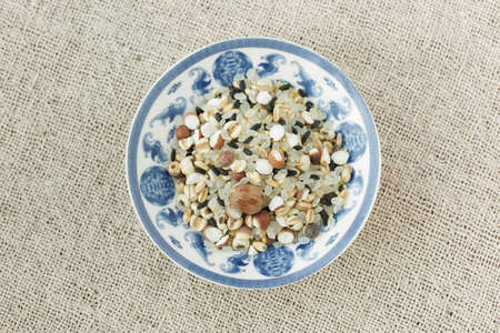 kinds: The blue and white porcelain plate with all kinds of grain