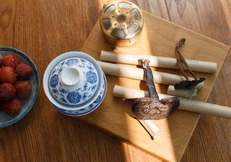 escena de la moxibustión de la medicina china Foto de archivo