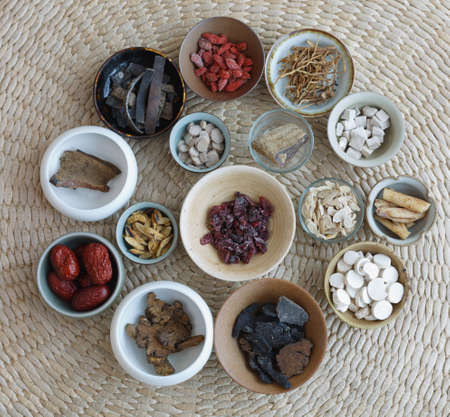 All kinds of Chinese herbal medicine in the porcelain cup Standard-Bild - 97833617
