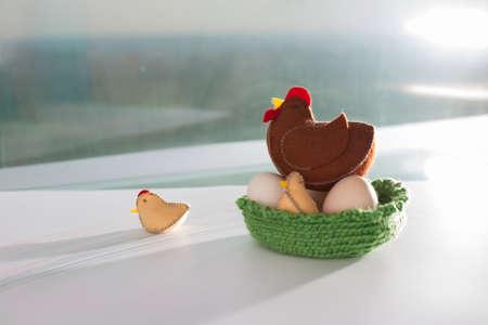 Handicraft ofe rural chicken farm scene, the hens and chickens in the sun Foto de archivo
