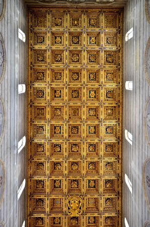 gartenanlage: Gold roof Cathedral of Florence Italy Editorial