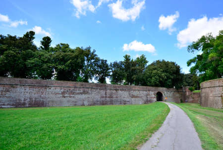 gartenanlage: town wall of Lucca Tuscany Italy