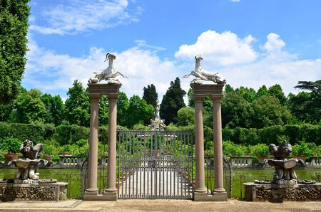 toskana: Entrance gate Giardino de Boboli Florence Italy