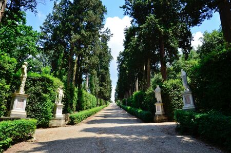 ジャルディーノ ・ デ ・ ウフィツィ美術館フィレンツェ イタリアの通路 報道画像