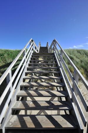 ビーチに木製の階段