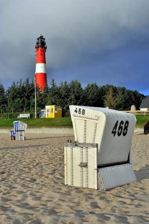 ビーチの椅子灯台 Hornum ズィルト島ドイツ 写真素材