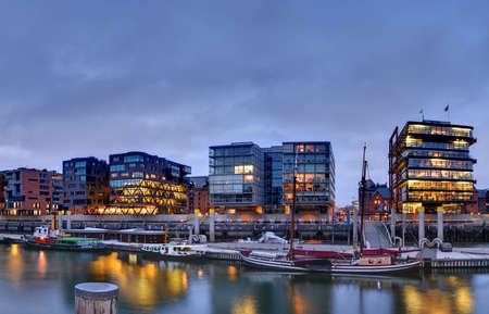 新しいドイツのハンブルグ港都市建物