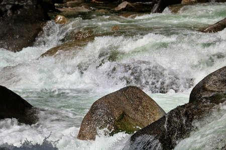 春流出中フル稼働時と洪水の段階でほぼ実行する渓流。