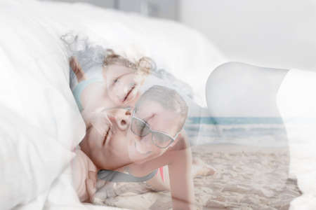 double exposure of a child dreaming family vacations on the beach Standard-Bild