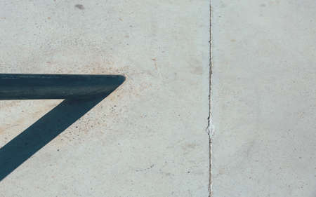 Detail of the ramp of an empty urban skate park. Useful as a background. Imagens