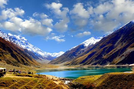 ナラン渓谷の山岳湖サイフル・ムルクの美しい景色、 マンセラ地区、カイバル・パクトゥンクワ、パキスタン北部 写真素材