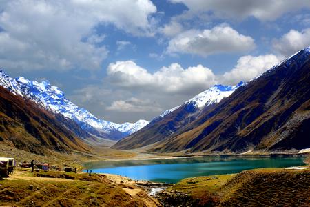 Beautiful view of mountainous lake Saiful Muluk in Naran Valley, Mansehra District, Khyber-Pakhtunkhwa, Northern Areas of Pakistan Фото со стока
