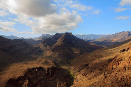 daunting: Looking towards the center of Gran Canaria the Teide mountains are a daunting featuer