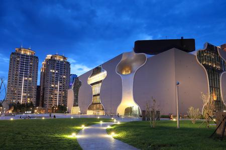teatro: Vista nocturna del Teatro Nacional de Taichung Editorial