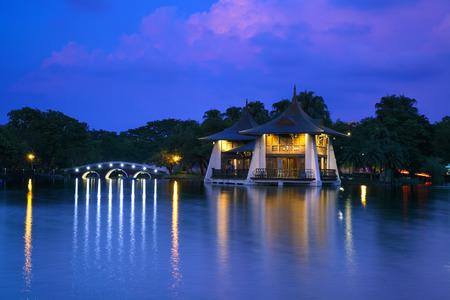 Noc widok przy Taichung parkiem, Tajwan