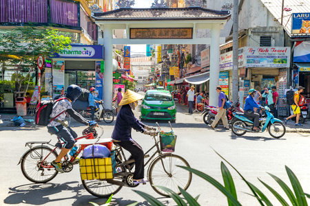 street view of Pham Ngu Lao street, the backpacker district of Saigon 新闻类图片