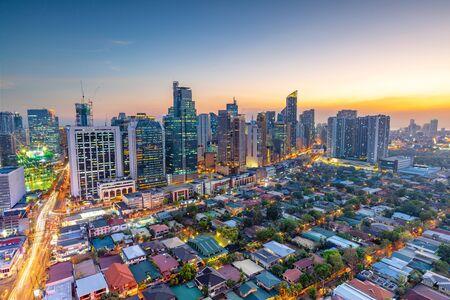 Erhöht, Nachtansicht von Makati, dem Geschäftsviertel von Metro Manila, Philippinen
